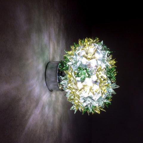 花束のような形のウォールランプ