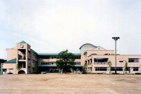琴浦東小学校